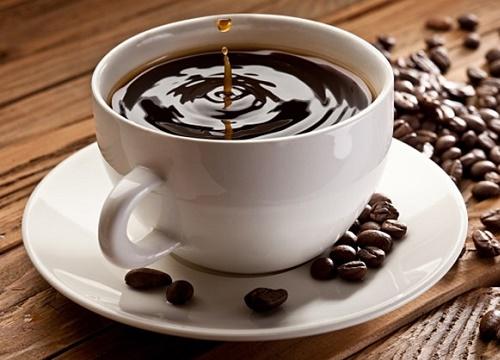 Bất cứ đồ uống nào có chứa caffein đều khiến mồ hôi ra nhiều hơn.